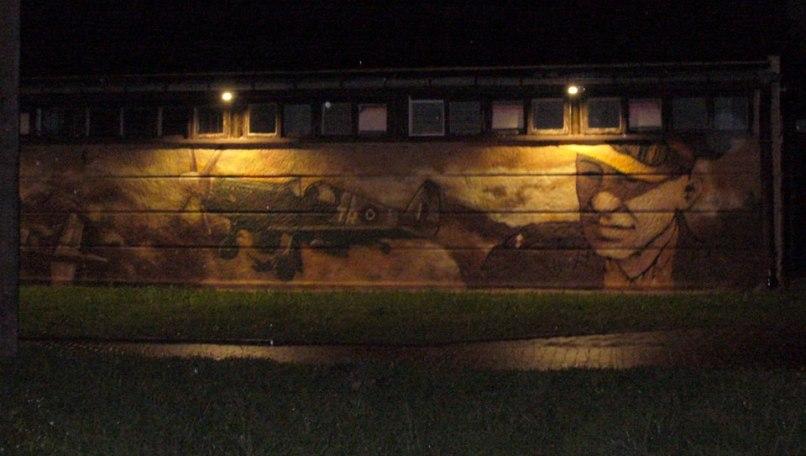 Podświetlony mural naszego Bohatera