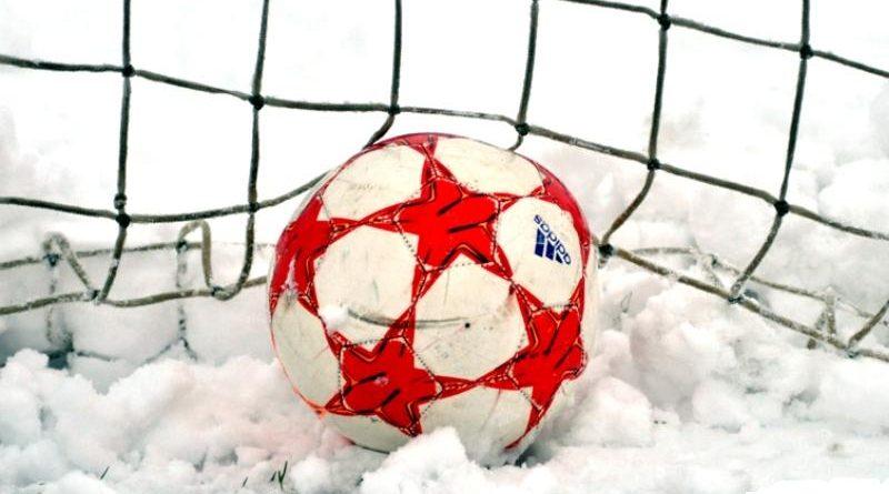 Piłka w sniegu Orzeł Przeworsk