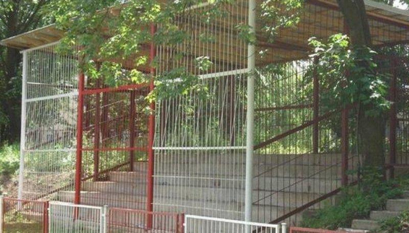 Legendarna trybuna gości na stadionie w Przeworsku przeszła do historii
